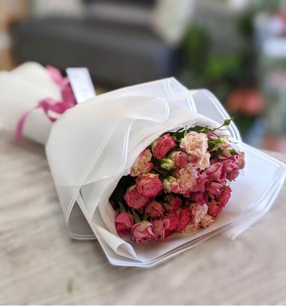9 кущових троянд