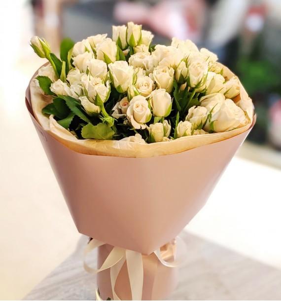 13 кущових троянд